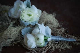 september wedding flowers, white ranunculus boutonniere, men's boutonniere, white boutonniere with dusty miller